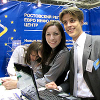 На стенде Евроинфоцентра бизнес-форум в Ростове 21 октября, фото Веры Волошиновой