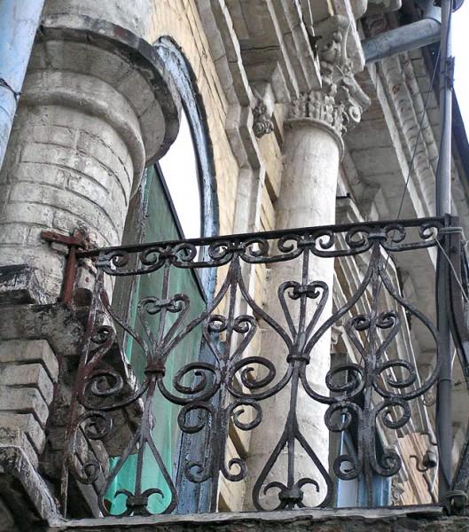 Социалистическая 105, фрагмент балконного ограждения, Ростов-на-Дону, фото Веры Волошиновой