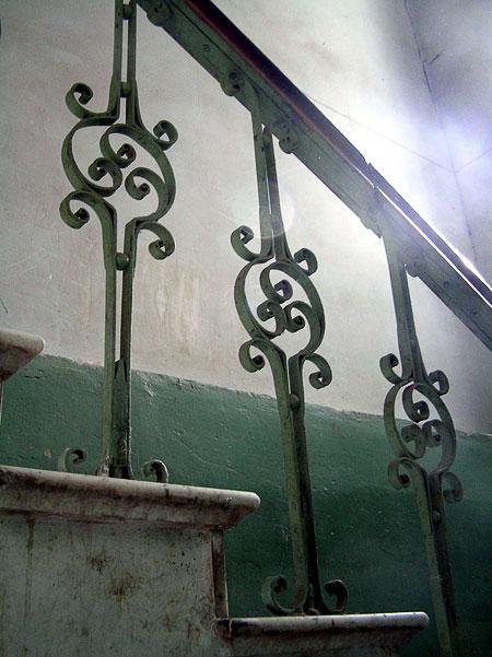 Суворова 6, лестничное ограждение, Ростов-на-Дону, фото Веры Волошиновой
