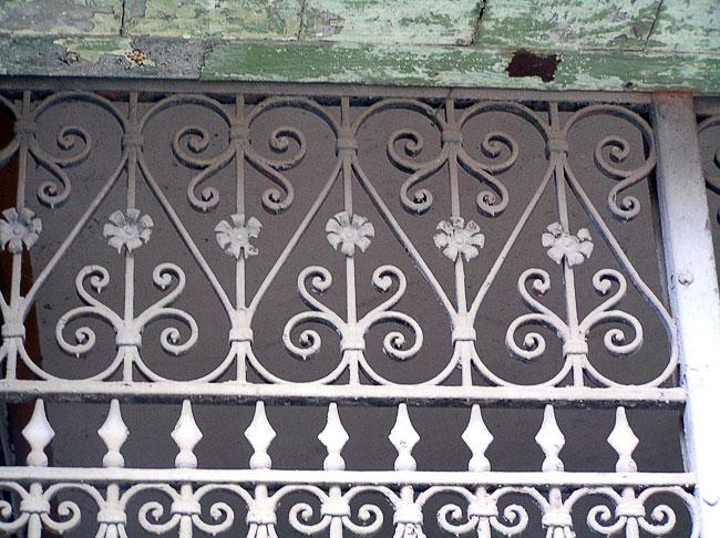 Ульяновская 23, фрагмент ворот, Ростов-на-Дону, фото Веры Волошиновой