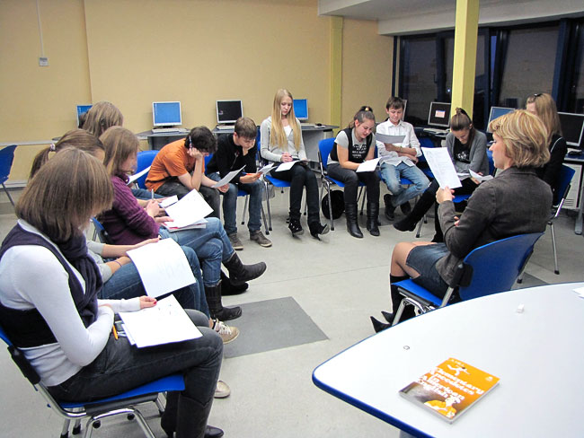 В ИУБиП идут занятия по английскому языку с ростовскими школьниками, фото Веры Волошиновой