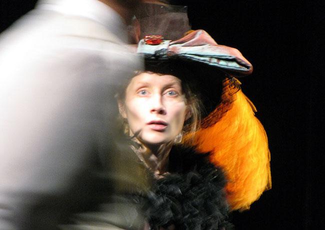 Светлана Косульникова (Элизы Дулиттл), спектакль Пигмалион таганрогского театра, фото Веры Волошиновой