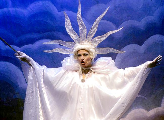 Новогоднее представление Снежная королева в Ростовском музыкальном театре, фото Веры Волошиновойа