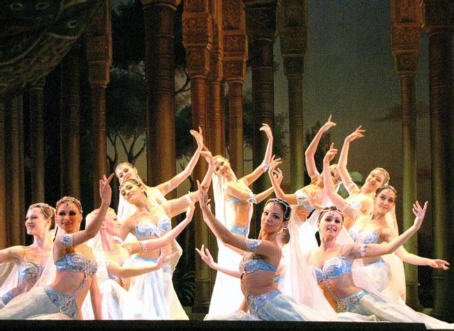 Одалиски, балет Корсар в Ростовском музыкальном театре, фото Веры Волошиновой