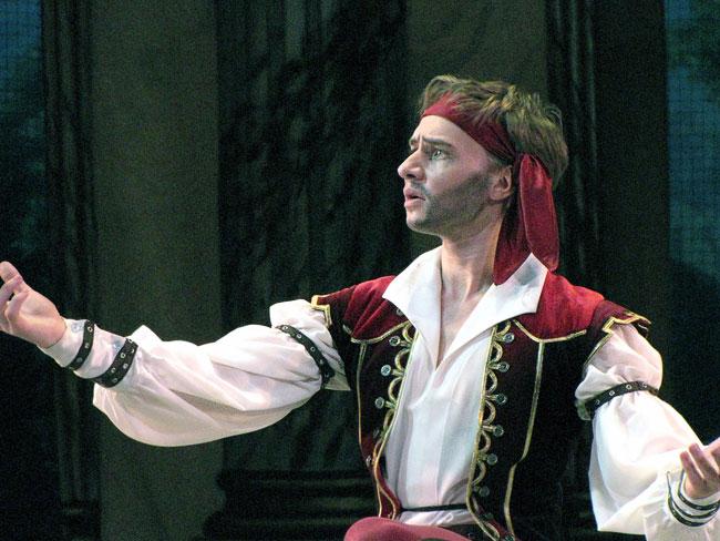 Олег Сальцев (Джон Гленн), балет Корсар в Ростовском музыкальном театре, фото Веры Волошиновой