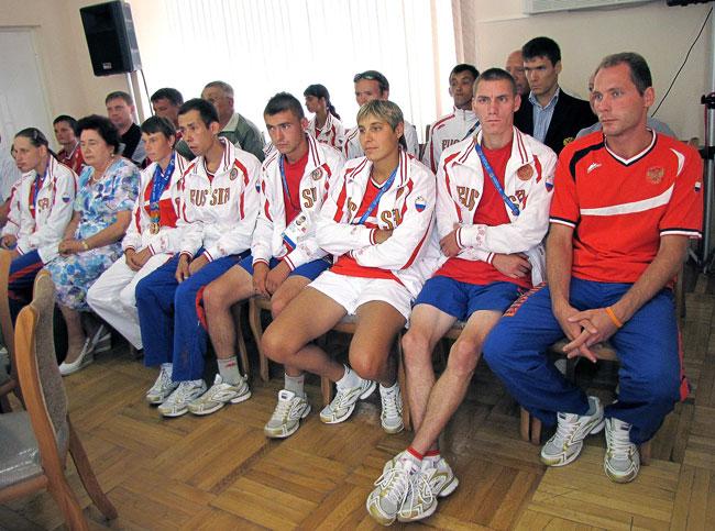 Спецолимпийцы на приеме в минтруда Ростовской области 12 июля 2011 года, фото Веры Волошиновой
