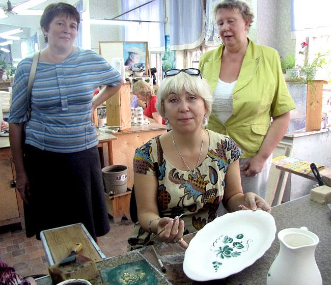 """Вера Овчинникова. экскурсовод, 25 лет проработавшая художником на семикаракорском предприятии """"Аксинья"""""""