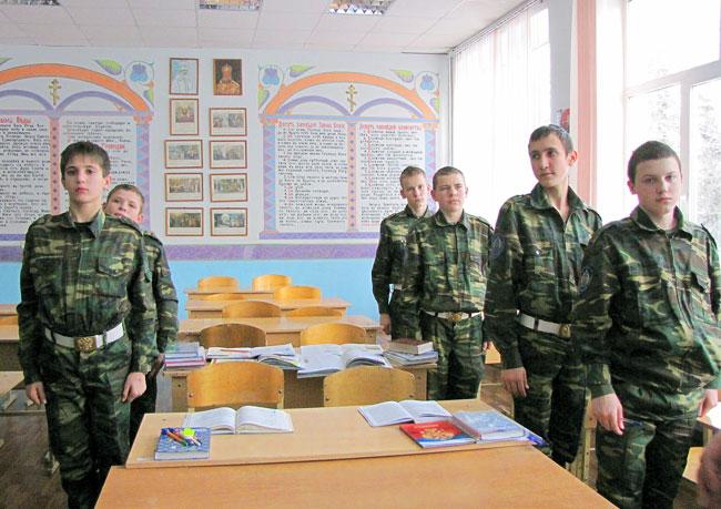 Кадеты - 10-классники Аксайского Данилы Ефремова казачьего кадетского корпуса