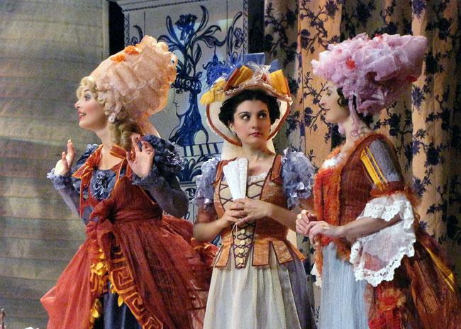Марцели́на, Сюзанна и Графиня, опера Свадьба Фигаро в Ростовском МузыкальномТеатре