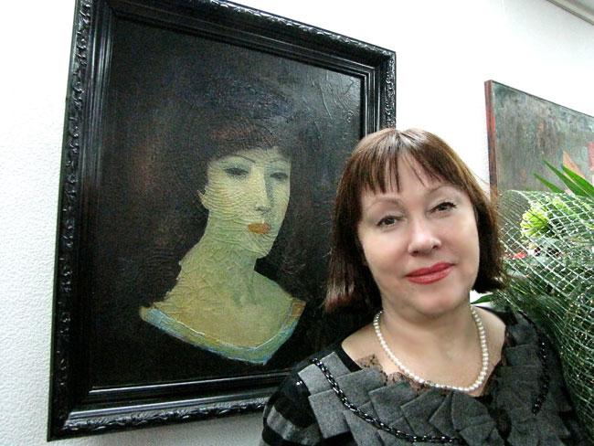 Муза-Вера и ее портрет, выставка Владимира Карначева в Ростове-на-Дону, 2011