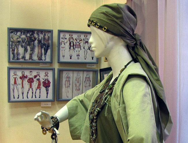 Оксана Коваленко из коллекции Караван, IV Международная выставка эскизной графики и модной иллюстрации в Ростовской детской картинной галерее