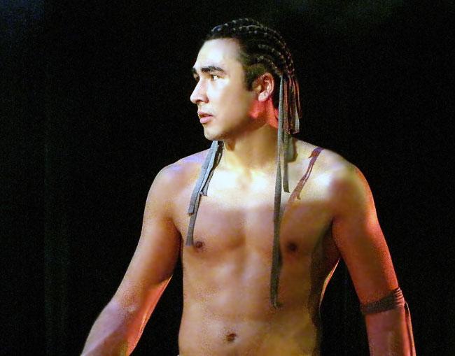 Константин Ленденев (Маугли) в спектакле Новошахтинского театра