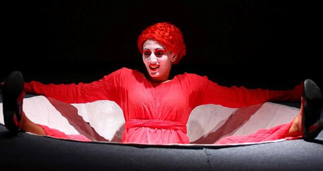 Илона Маркарова в спектакле Монологи вагины в постановке Джулиано ди Капуа