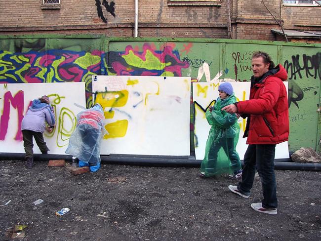Художник граффити NEBAY и танцор хип-хопа BOUBA мастер-классы по уличному искусству провели мастер-класс в Ростове-на-Дону