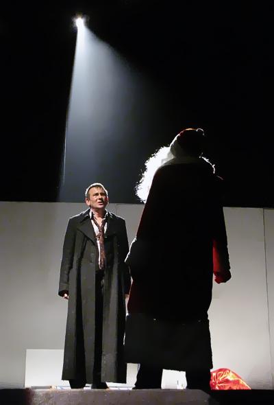 Александр Семикопенко в спектакле Шуба-Дуба