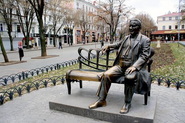 Памятник Леониду Утесову на Дерибассовской