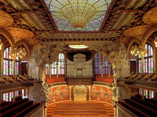 Зал Дома музыки в Барселоне