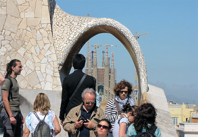 Туристы на крыше Каса Мила Гауди