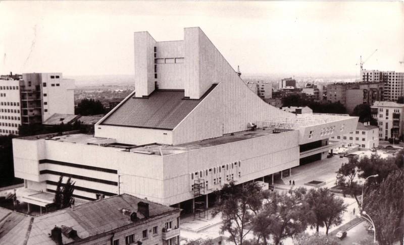 Здание Ростовского Музыкального театра. Здесь выступают многие выпускники Ростовской консерватории.