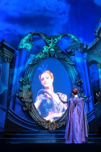 Королева (Мария Лапицкая) в балете Белоснежка и семь гномов