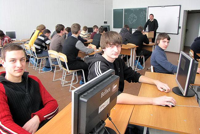 Занятия в лаборатории электронной техники и компьютерных сетей