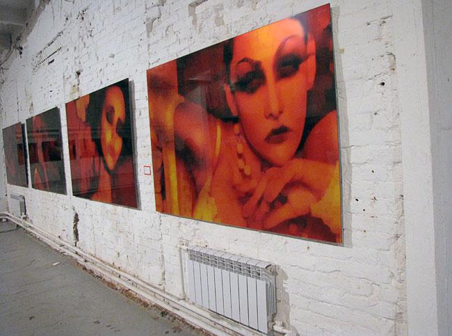 Выставка RED художника Аслама Ахмадова в Ростове на Дону в MAKARONKA