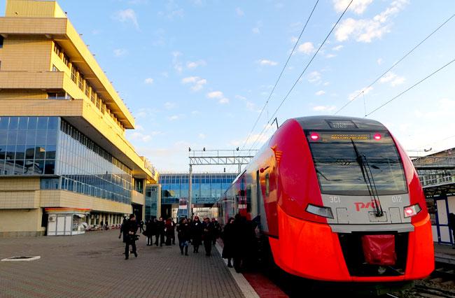 Первый скоростной поезд Ласточка на вокзале Ростова-на-Дону
