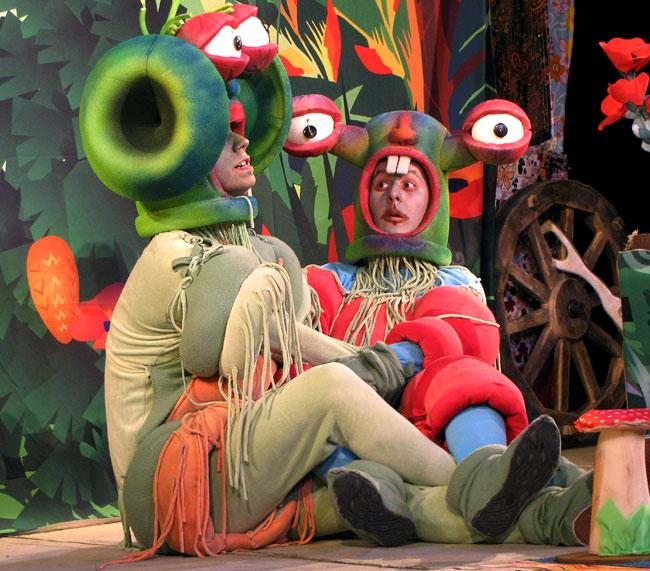 Спектакль Новошахтинского театра Красная шапочка и инопланетяне