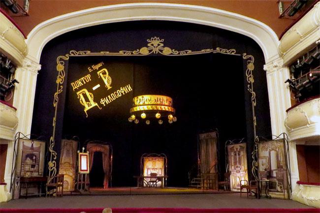 спектакль  Таганрогского театра Д-р, пьесса Бранислава Нушича Доктор философии