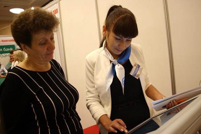 """на форуме """"Общество-старшему поколению"""" можно было найти работу  через портал Работа в России"""