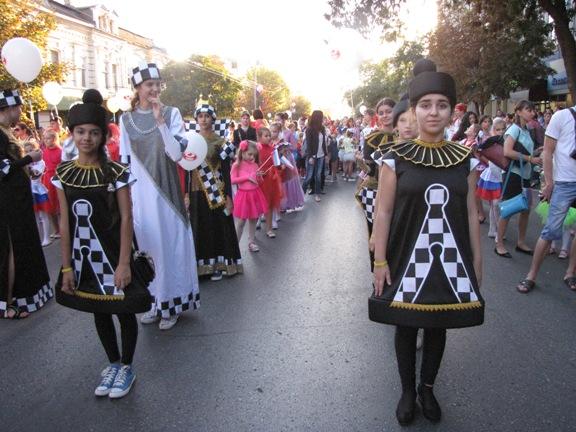 участники шествия в Ростове