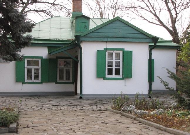 Домик Чехова осенью
