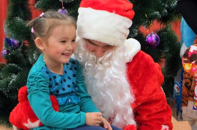 ребенок и Дед Мороз