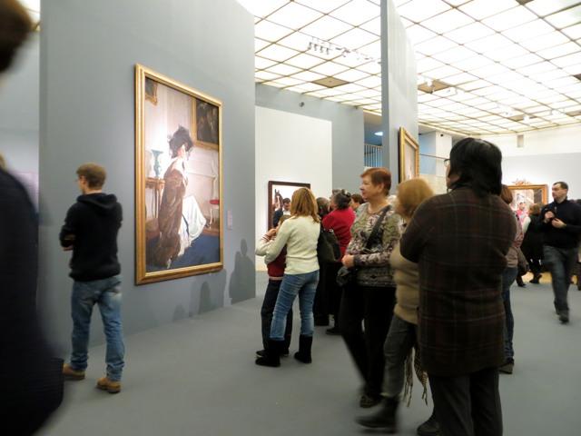 у портрета Орловой