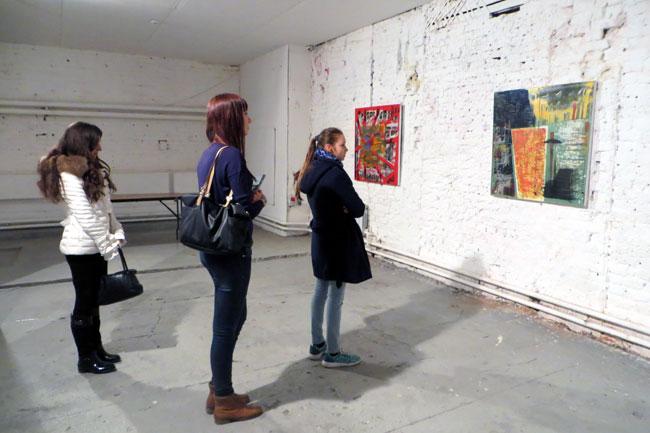 зрители на выставке в Макаронке