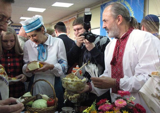 угошают украинцы