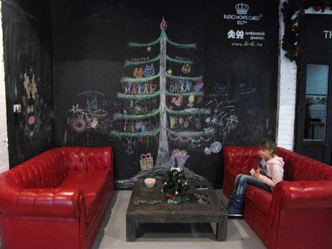 елка-нарисованная-на-стене