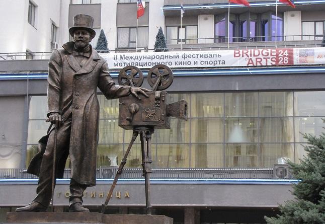 памятник Ханжонкову