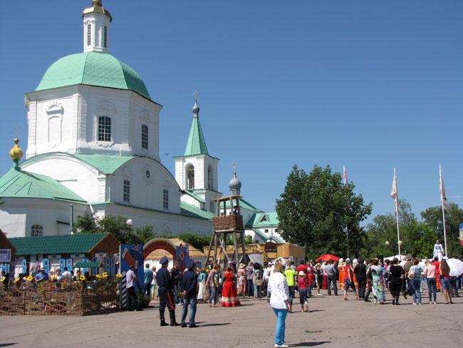 площадь-и-собор в Вешенской