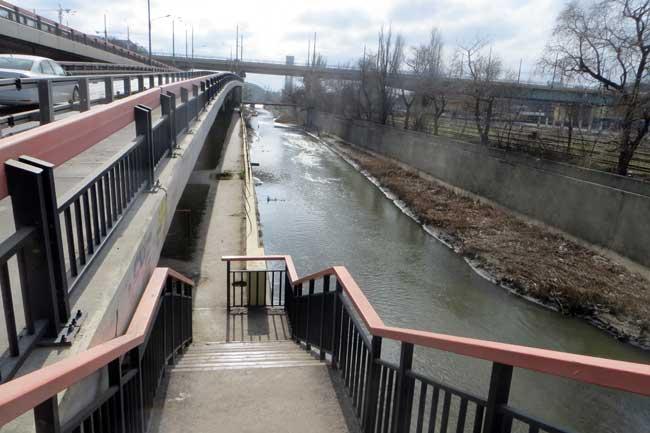 спуск-к-речке-мост