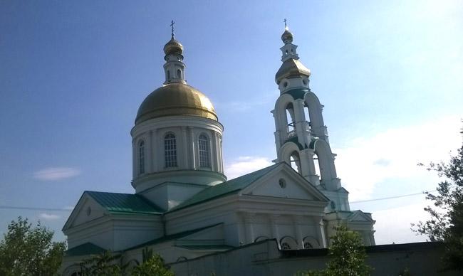 храм-Преполовения-из-окна-э
