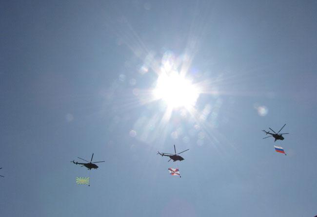 вертолеты-флаги-и-солнце
