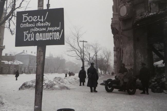 Эммануил Евзерихин 1943 Улица Энгельса1