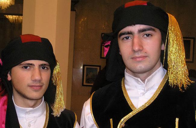 Парни-греки