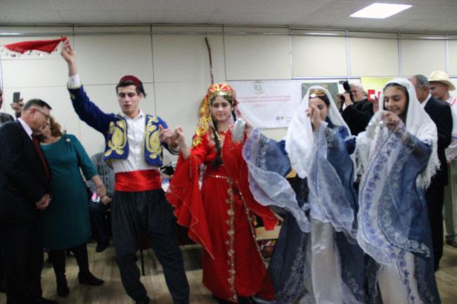 танцуют-турки-месхетинцы
