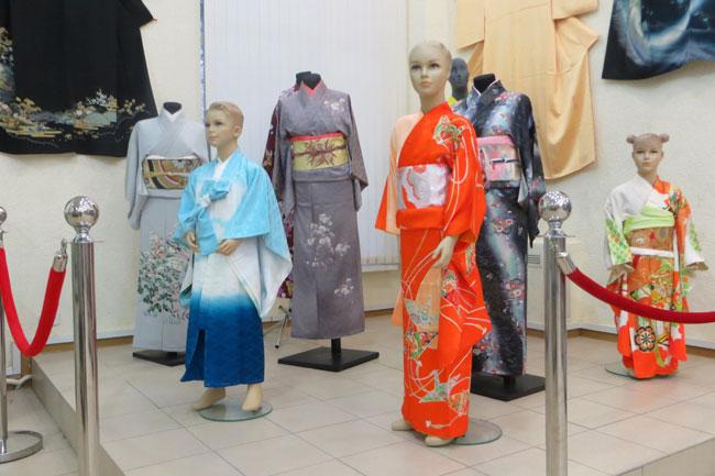 кимоно-на-манекенах