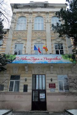 фрагмент-фасада-лицея-№-13