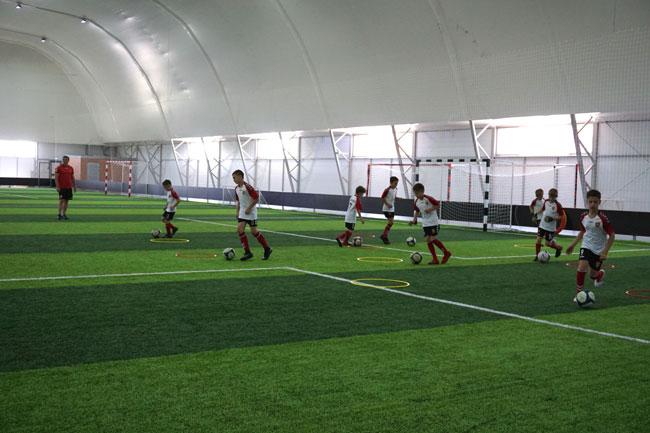 крытое-футбольное-поле