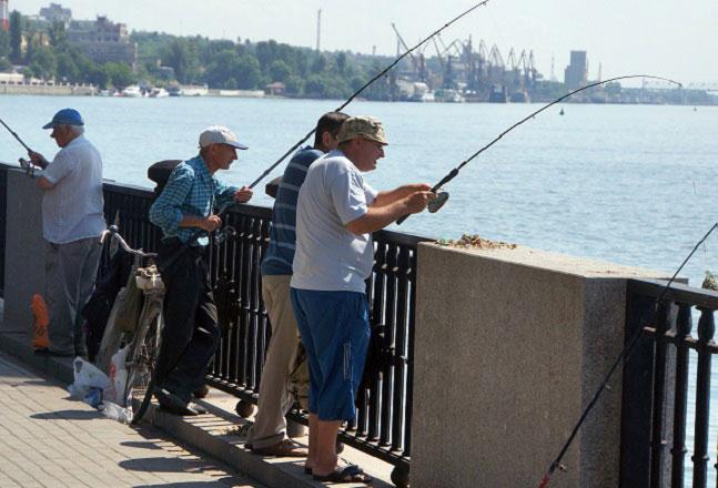 рыбаки-на-набережной