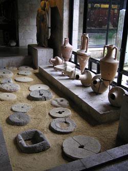 Витрина-музея-в-Тамани